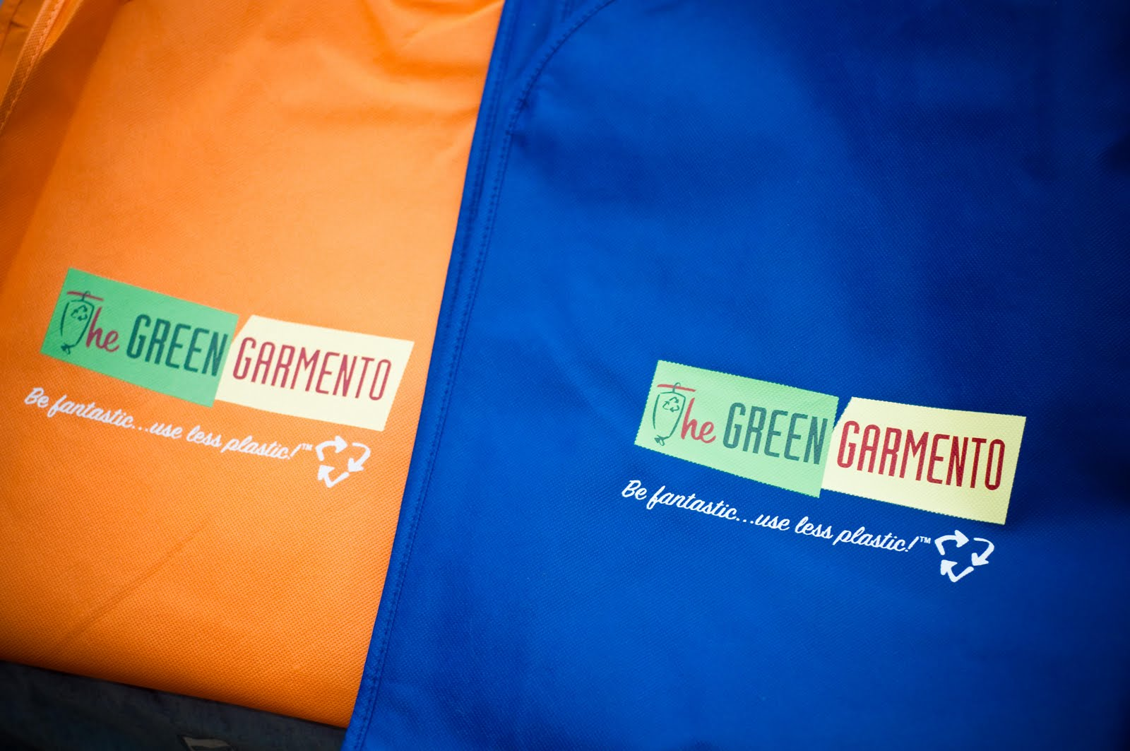 The Green Garmento garment bag